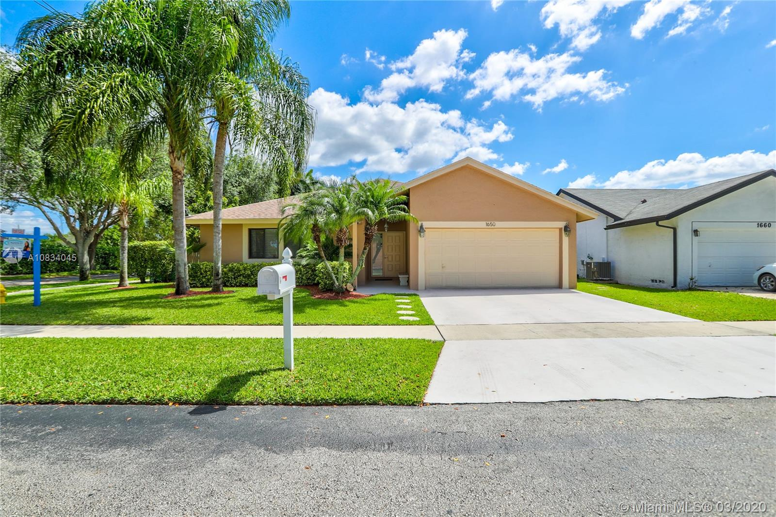 1650 SW 100th Ter  For Sale A10834045, FL