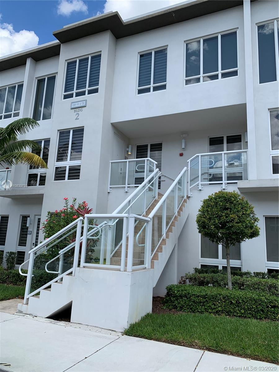Landmark At Doral  amazing and Luxury modern style apartment for rent. Quartz counter kitchen and Stainless Steel appliances. 1821 SqFt features 3 bedrooms 3,5 bathrooms + washer/dryer room and indoor private garage. Impact doors and windows.