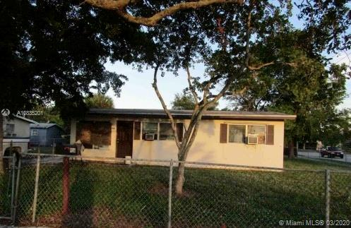 916 SW 24th Ave  For Sale A10835201, FL