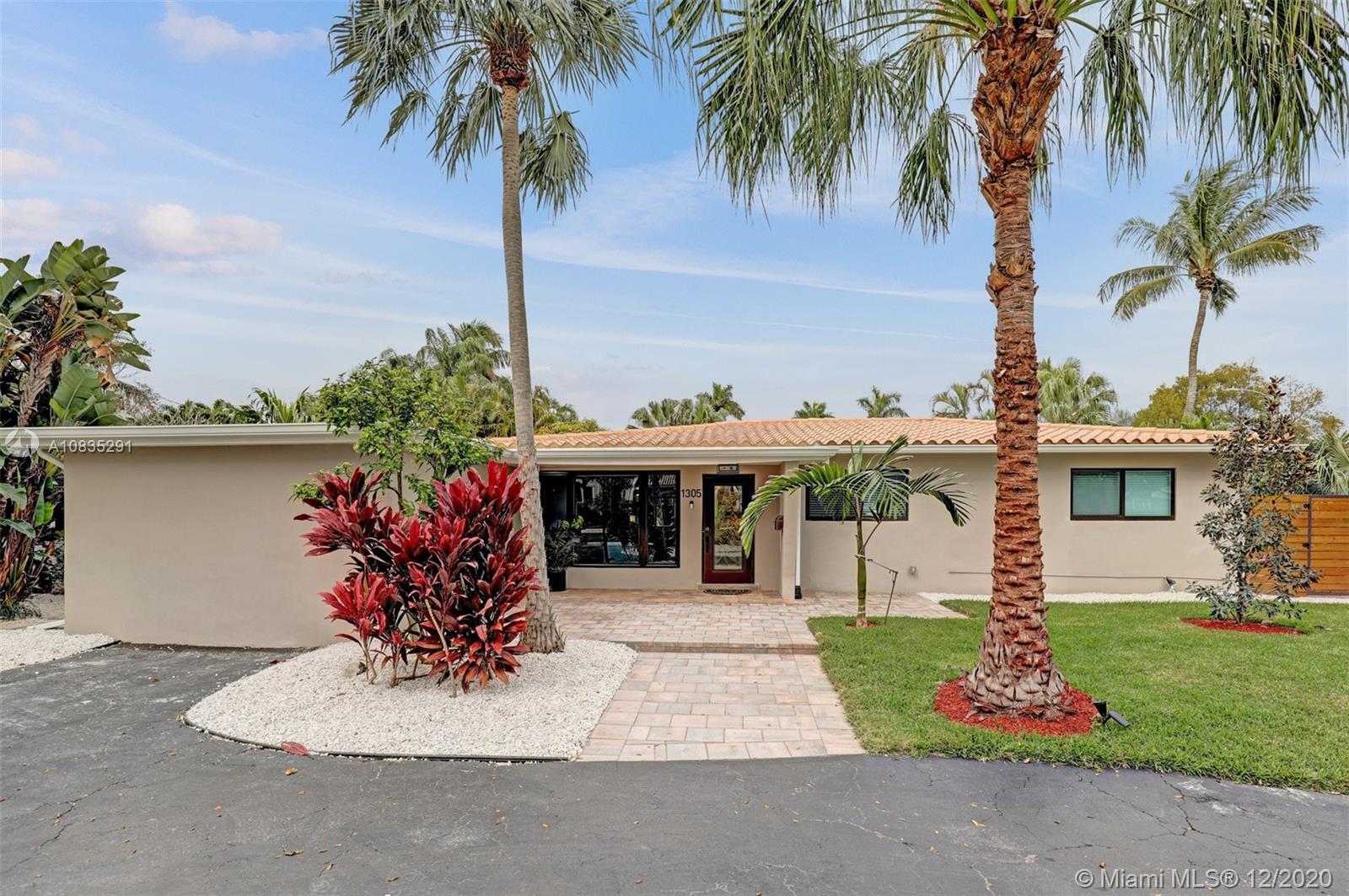 1305  Dewey St  For Sale A10835291, FL