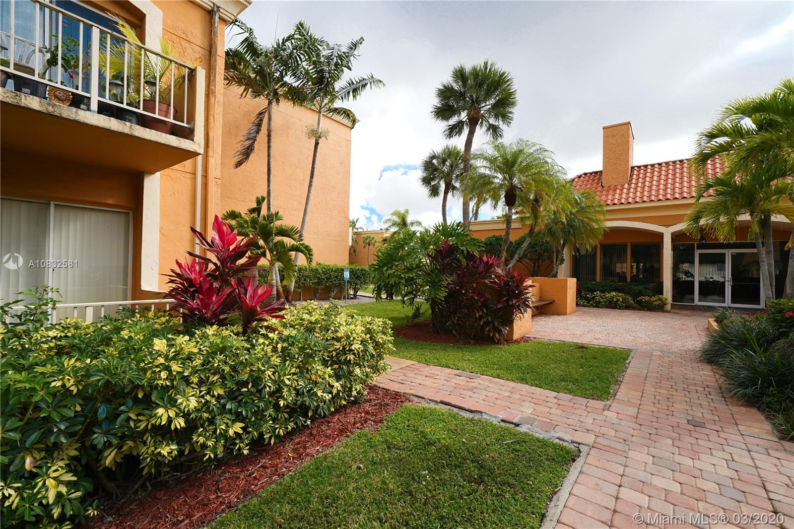 18101 NW 68th Ave #202 For Sale A10832581, FL