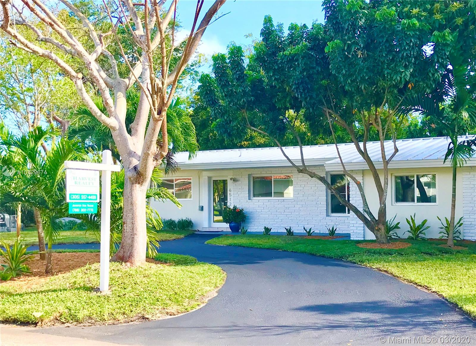 6512 SW 61st St  For Sale A10829674, FL