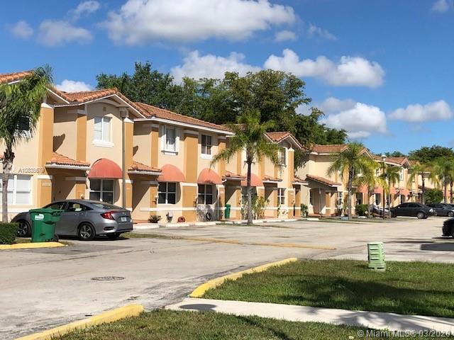Well maintained 3/2.5 Townhome in the heart of Kendall. Centrally located, minutes away from restaurants, shopping centers and highway. This unit has an open floor plan with washer and dryer located  inside. Nice  fenced patio and 2 assigned parking spaces.
