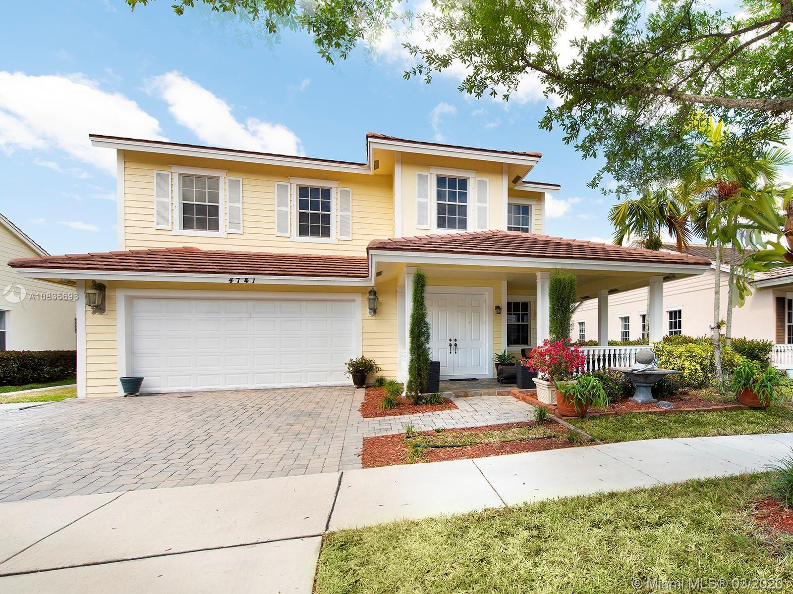 4741  Lakeside Cir E  For Sale A10835693, FL