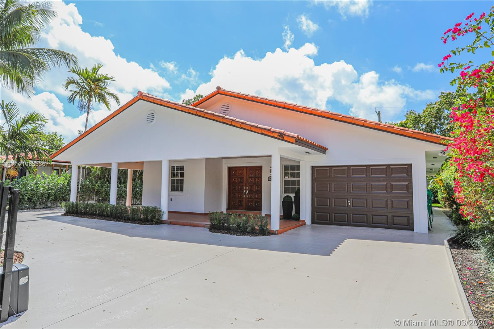 910 SW 23rd Rd  For Sale A10836367, FL