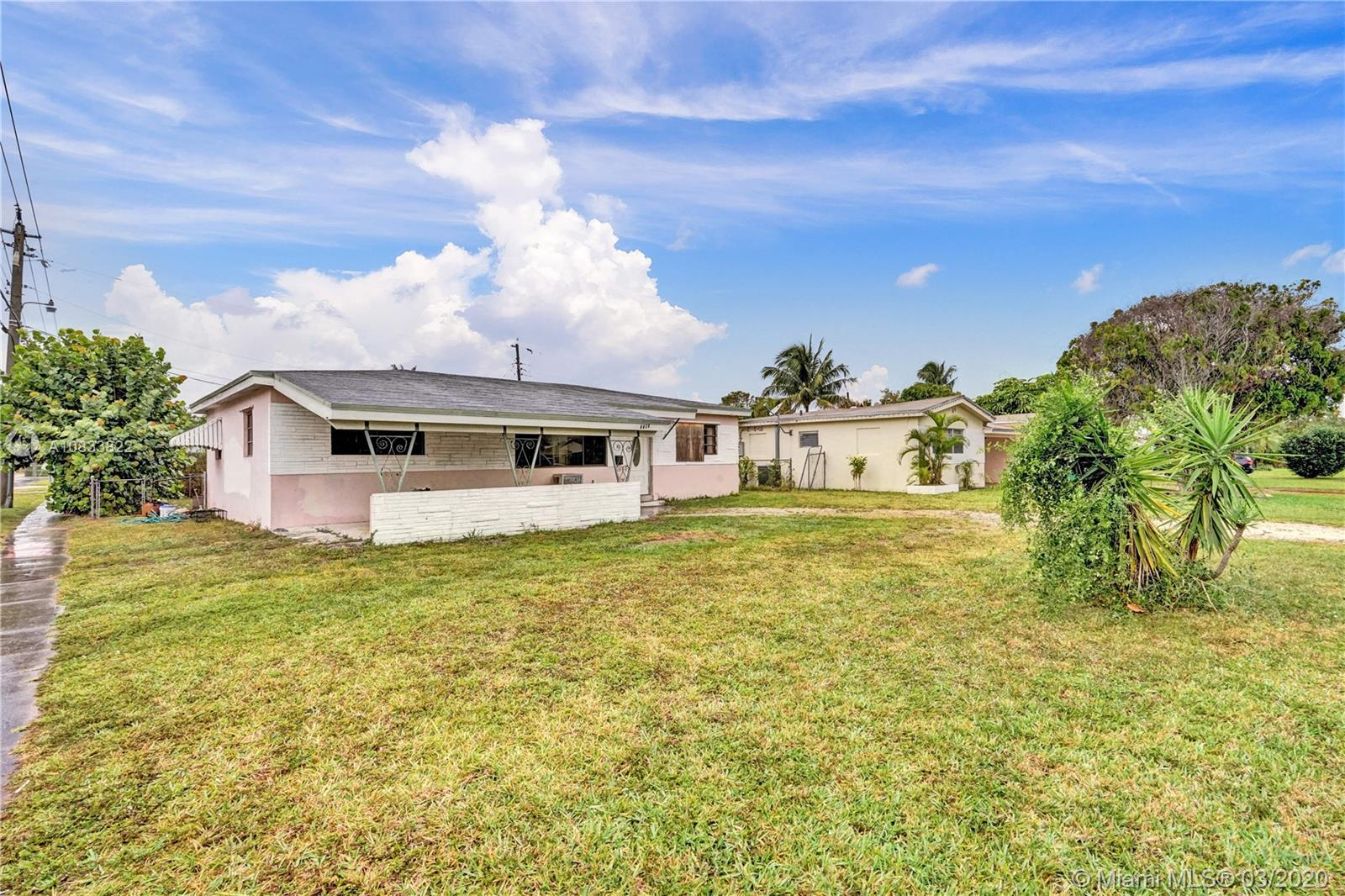 3220 SW 67th Way  For Sale A10833822, FL