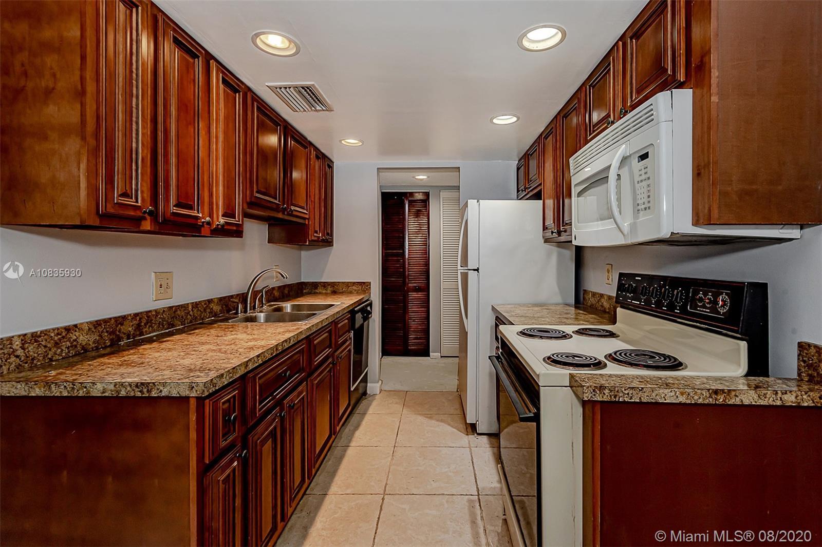6190  Woodlands Blvd #201 For Sale A10835930, FL