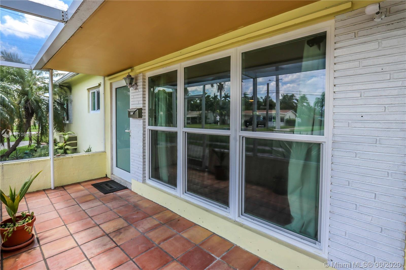 1204 N 14th Ave  For Sale A10836454, FL
