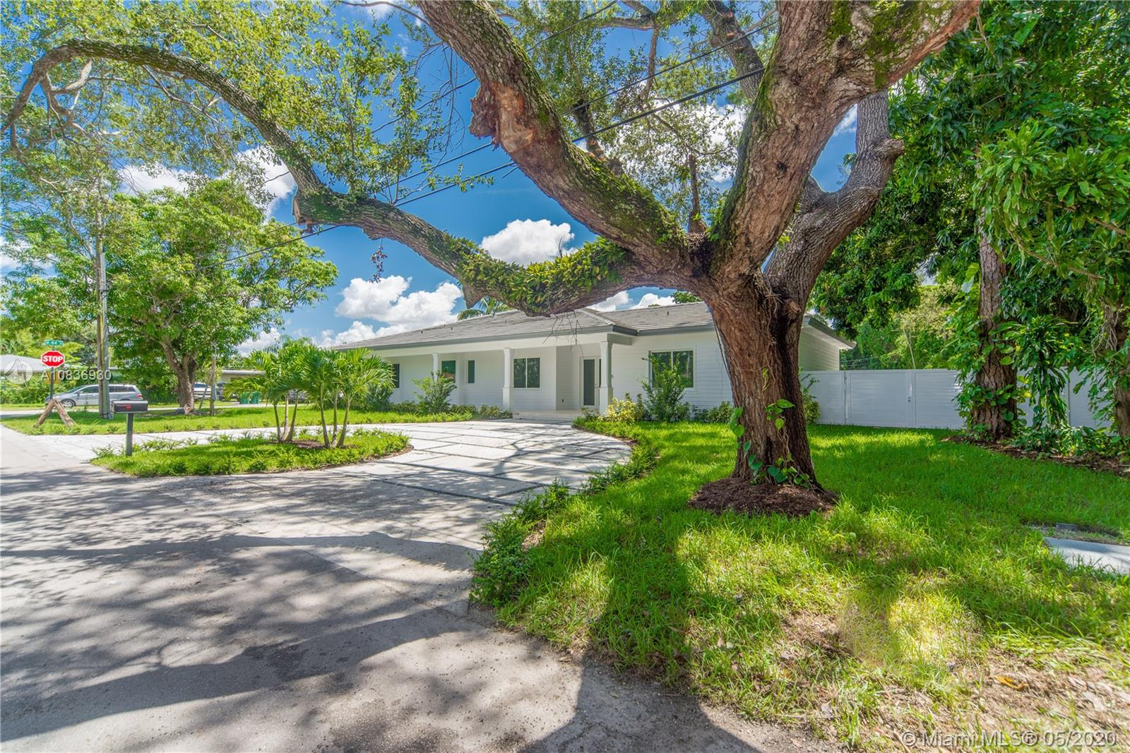 4405 SW 64th Ct  For Sale A10836930, FL