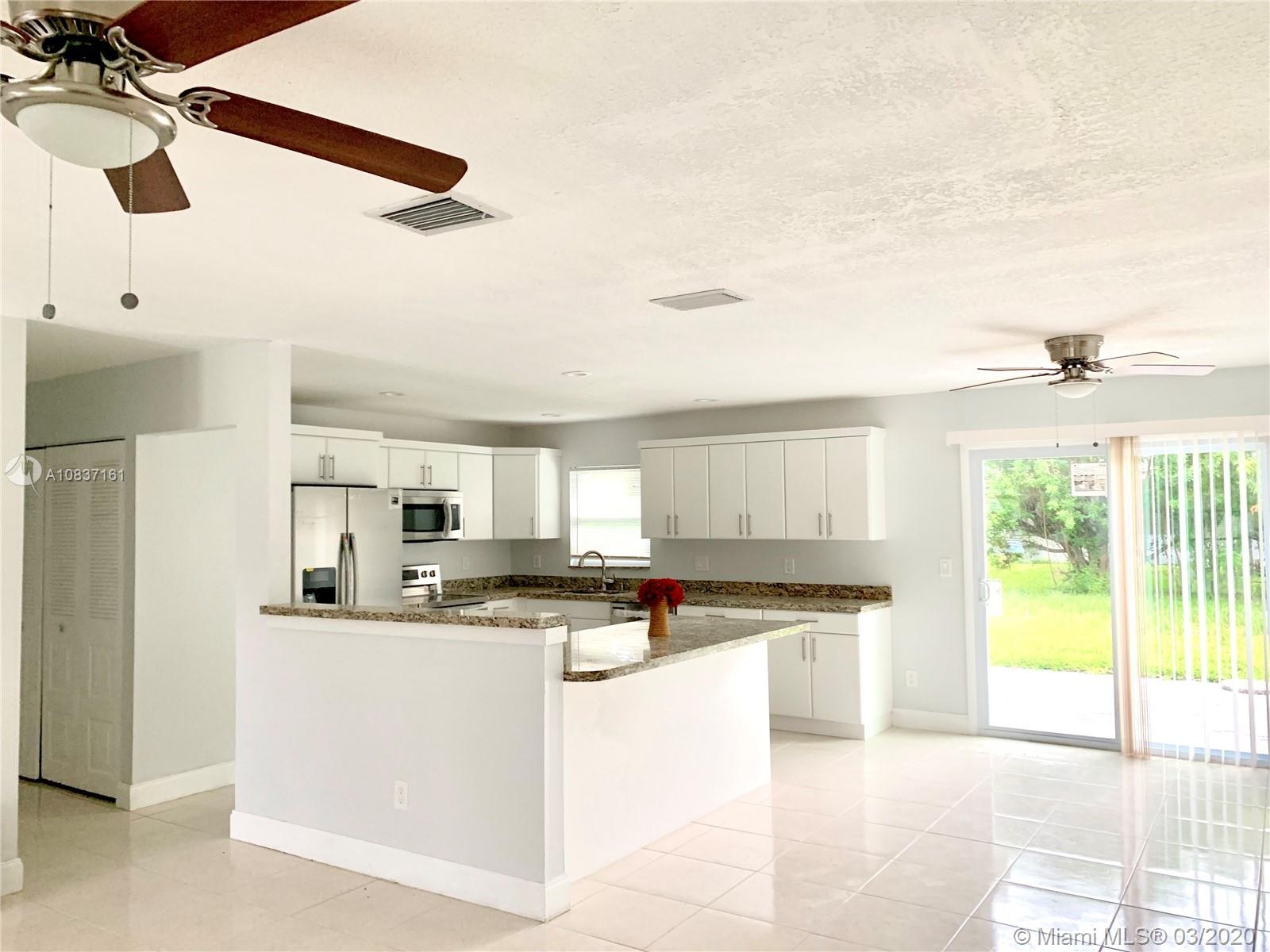 473 SE Starfish Ave, Port St. Lucie, FL 34983