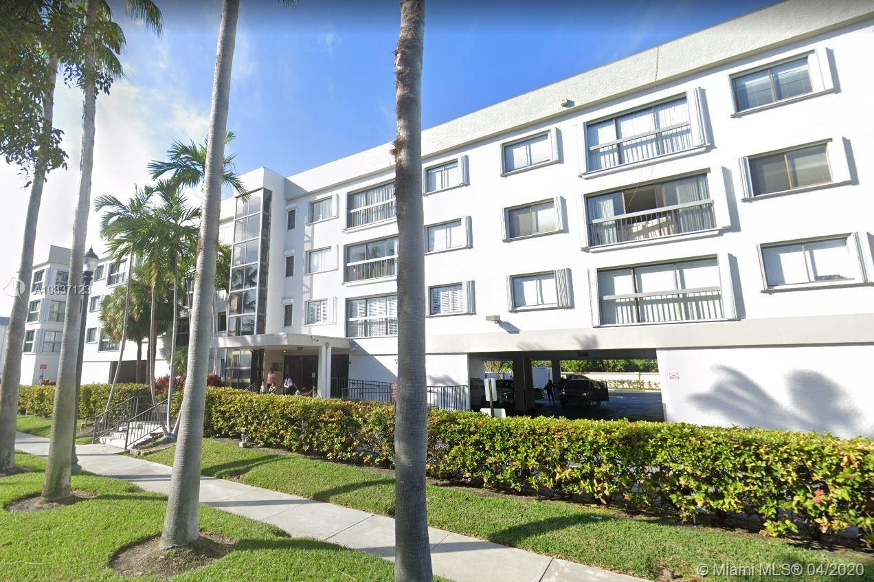 Oversize corner unit with washer and dryer, half a block from the beach, best building in the block, coveted 2 assigned parking spaces, very nice pool and recreation room, manager in situ.