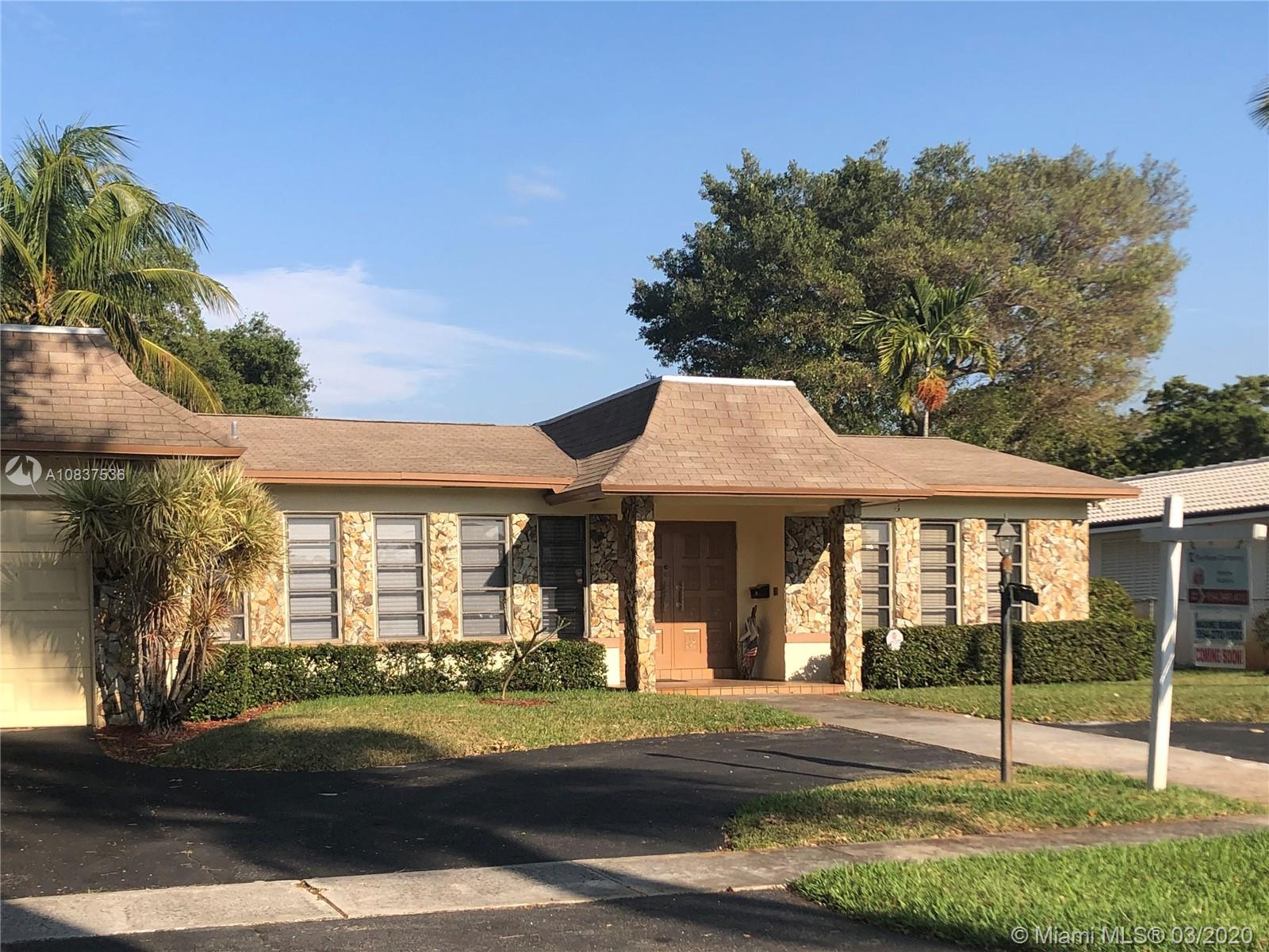 3861 N 39th Ave  For Sale A10837536, FL
