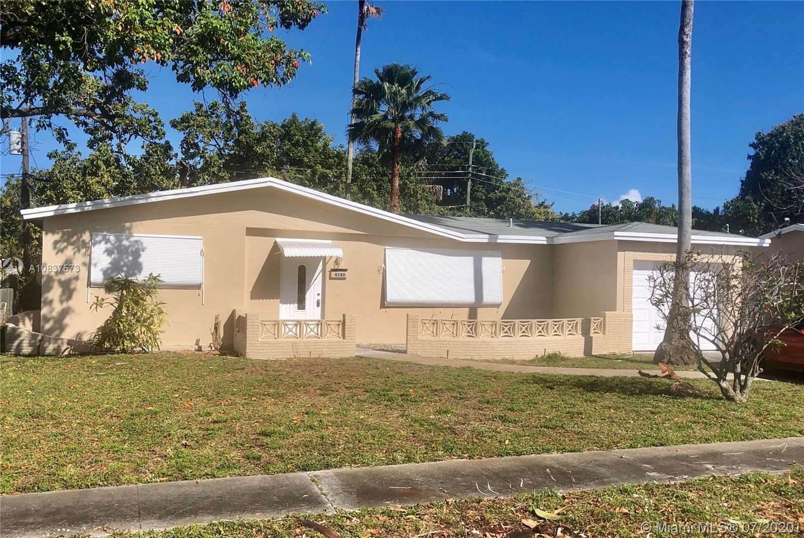 REAL LARGE 3/2 HOME WITH 1600 LIVING SQ FT AREA, NEW AC UNIT, NEW SOFT CLOSED KITCHEN CABINETS AND DRAWS, WITH QUARTZ COUNTER TOP, REMODELED MASTER BATHROOM, NEW ELECTRIC PANEL, NEW SS APPLIANCES. FRESHLY PAINTED INSIDE AND OUTSIDE. STOVE, REFRIGERATOR, WASHER AND DRYER TO BE INSTALL BEFORE CLOSING. LARGE CBS AND BLOCK FLORIDA ROOM THAT CAN POSSIBLY CONVERT IN EXTRA ROOM....