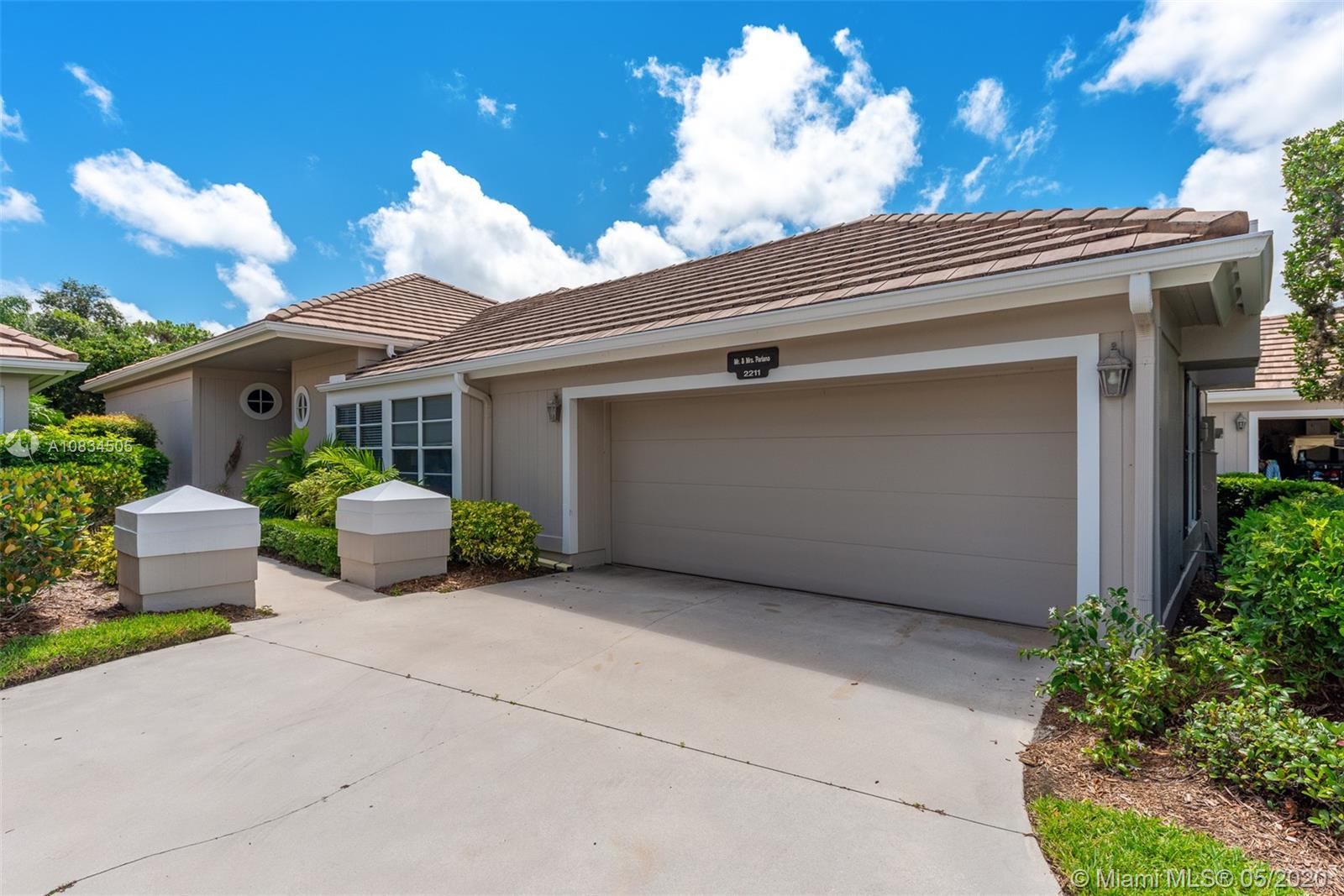 2211 NW Seagrass Dr  For Sale A10834505, FL