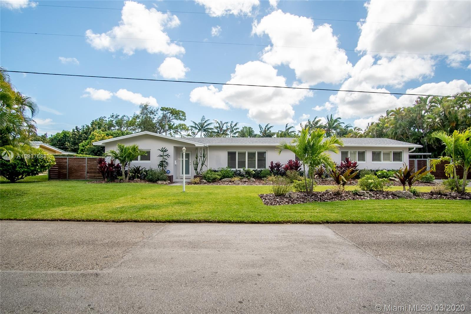 8260 SW 92nd St  For Sale A10837688, FL