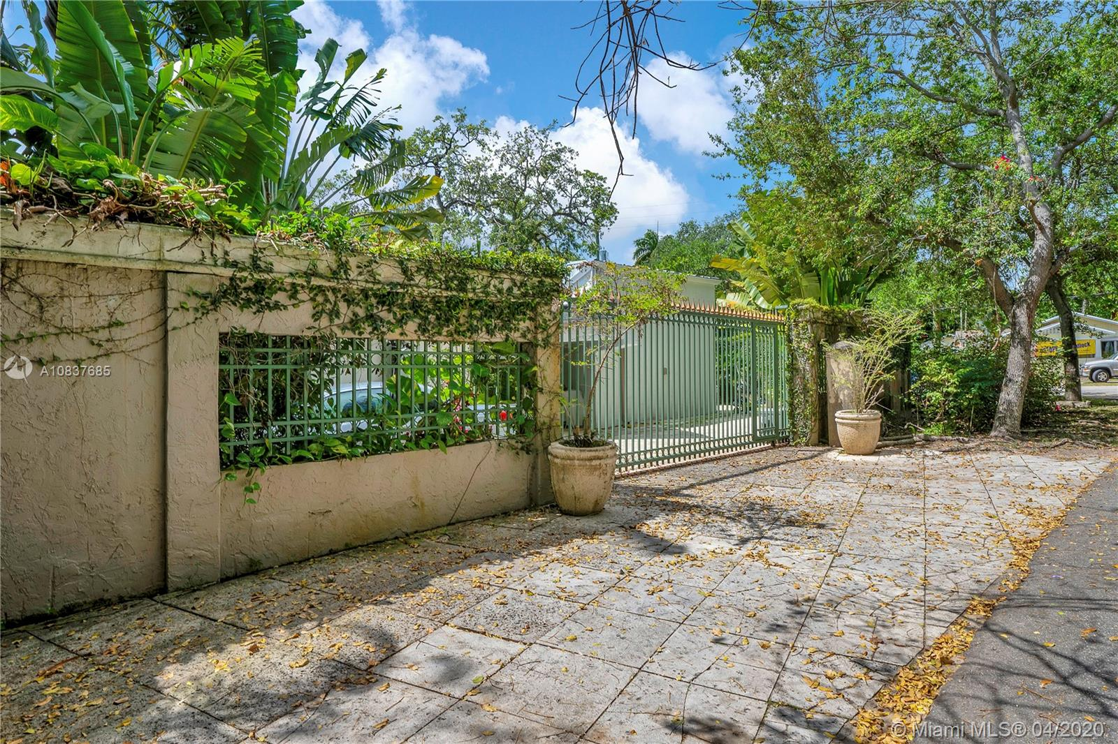 2120  Tigertail Ave  For Sale A10837685, FL