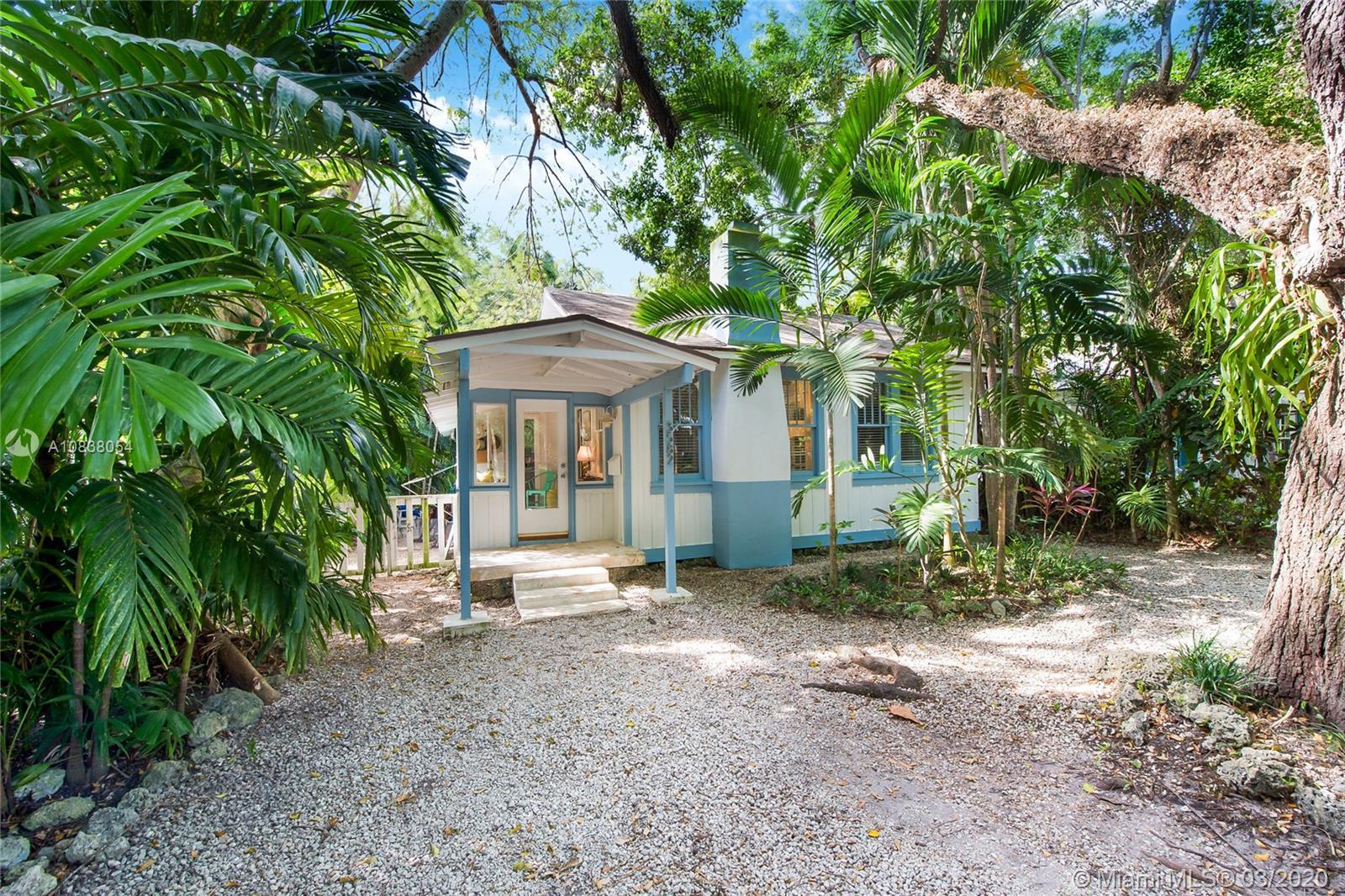 3582 Avocado Ave, Miami, FL 33133