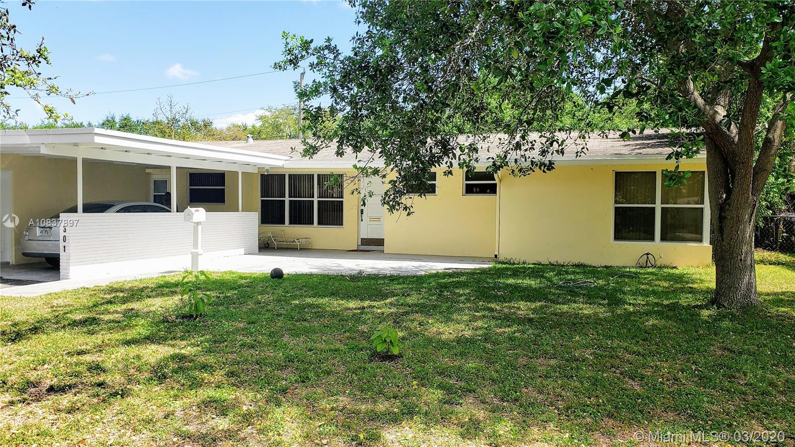301 S 57th Ave  For Sale A10837897, FL