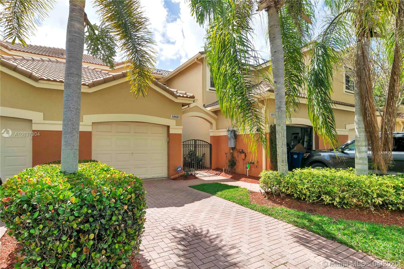 4068  Timber Cove Ln  For Sale A10837904, FL