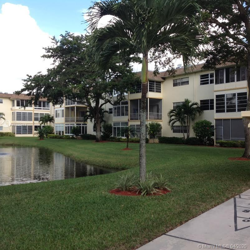 Confortable apartment 1/1 in an incredible community for people over 55 years. Tile floors. Conveniently located on the 1st floor. Pleasant social areas. Can be rent immediately generating a profit more than 10%