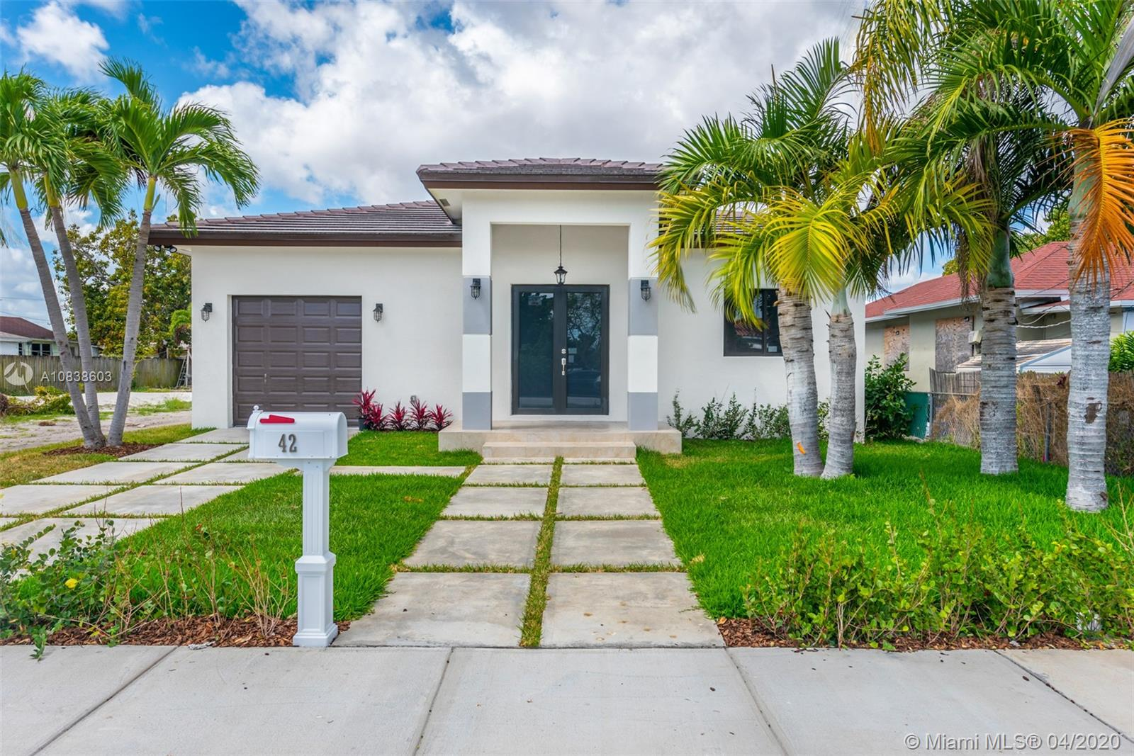 42 SW 34th Ave  For Sale A10838603, FL