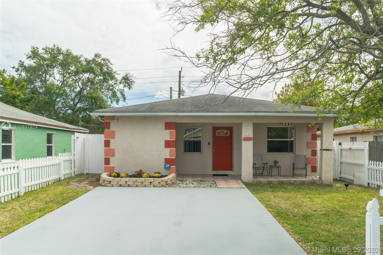 2220  Raleigh St  For Sale A10837924, FL