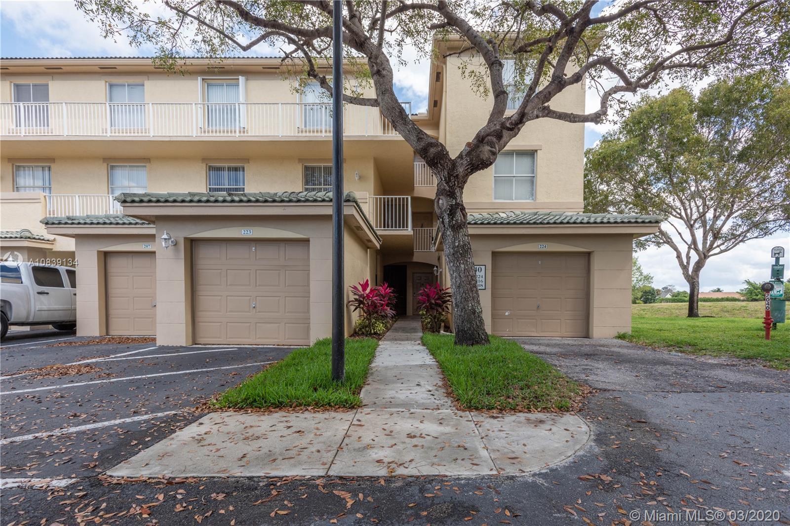 2040  Greenview Shores Blvd #208 For Sale A10839134, FL
