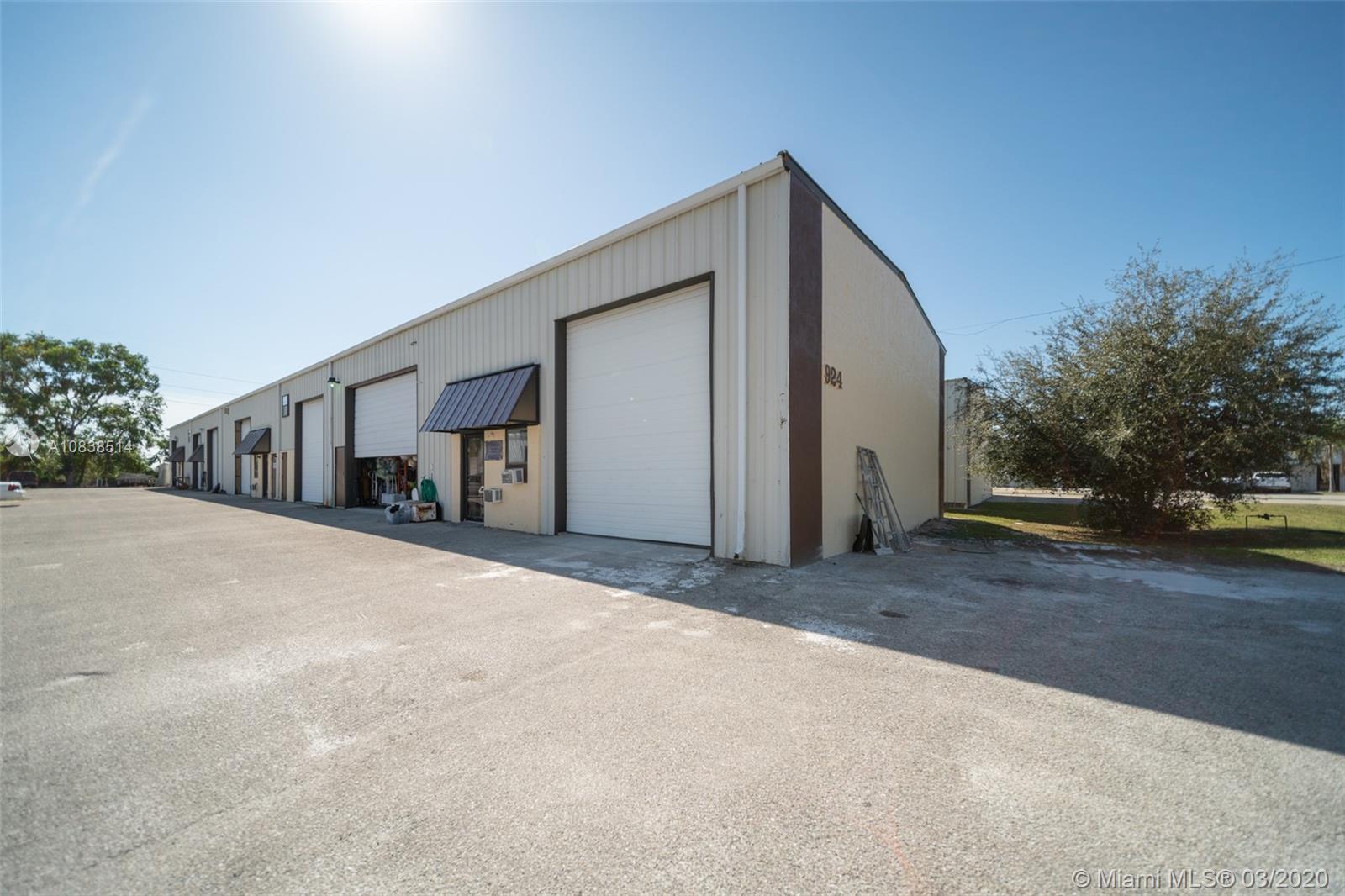 924 NE 24th Lane, Cape Coral, FL 33909