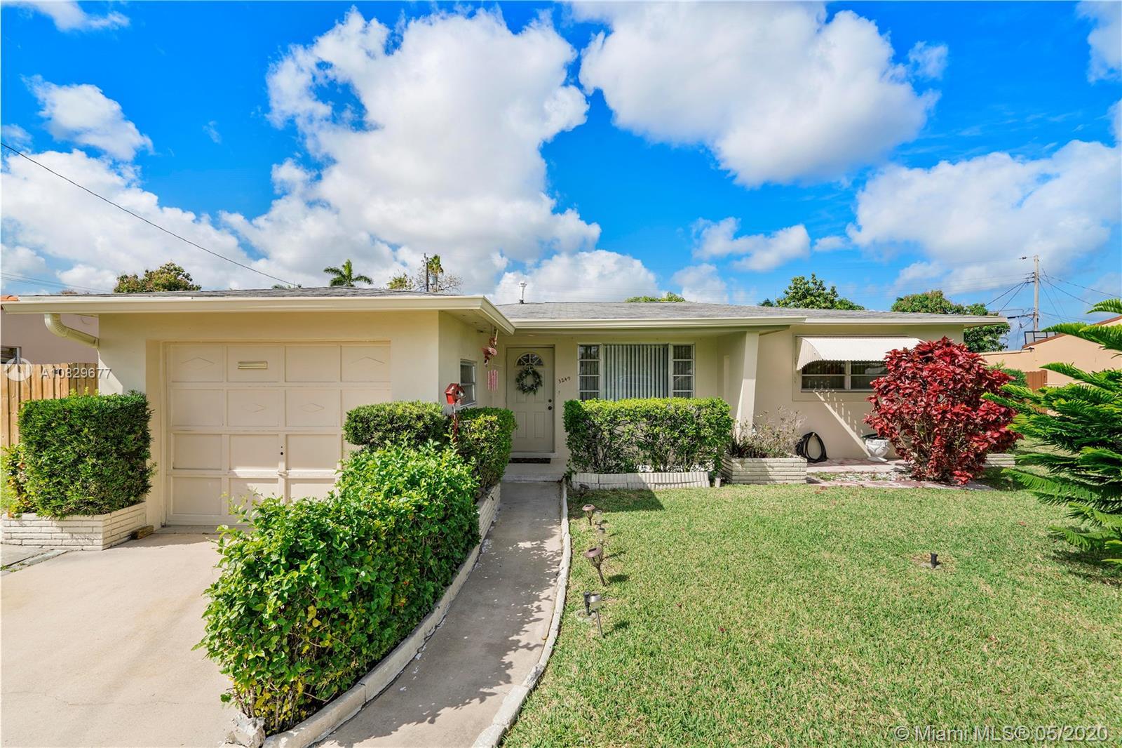 3249  Buchanan St  For Sale A10829677, FL