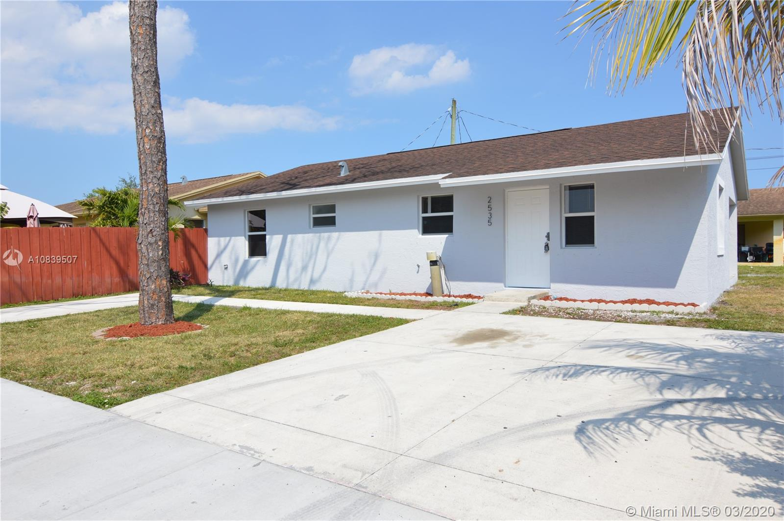 2535 SW 62nd Ave  For Sale A10839507, FL
