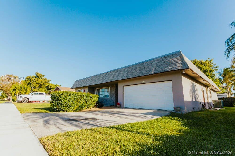 8208 SW 26th Pl  For Sale A10837613, FL
