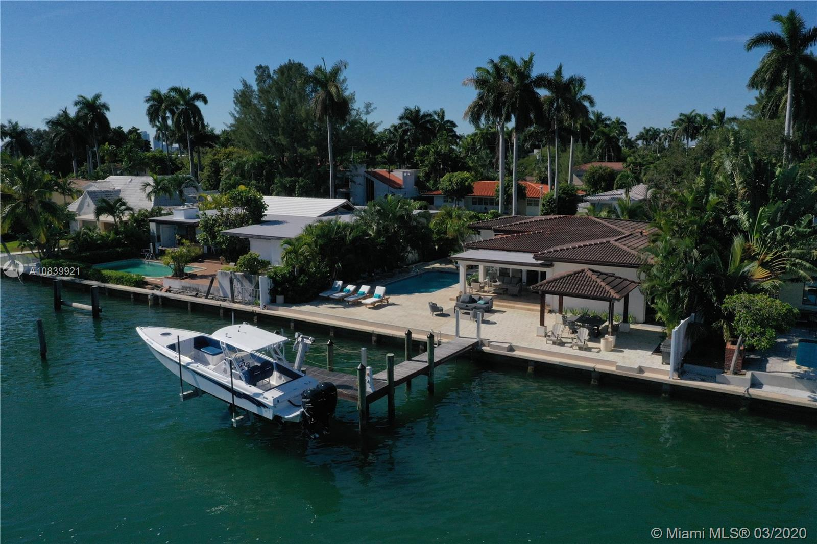 7623  Beachview Dr  For Sale A10839921, FL