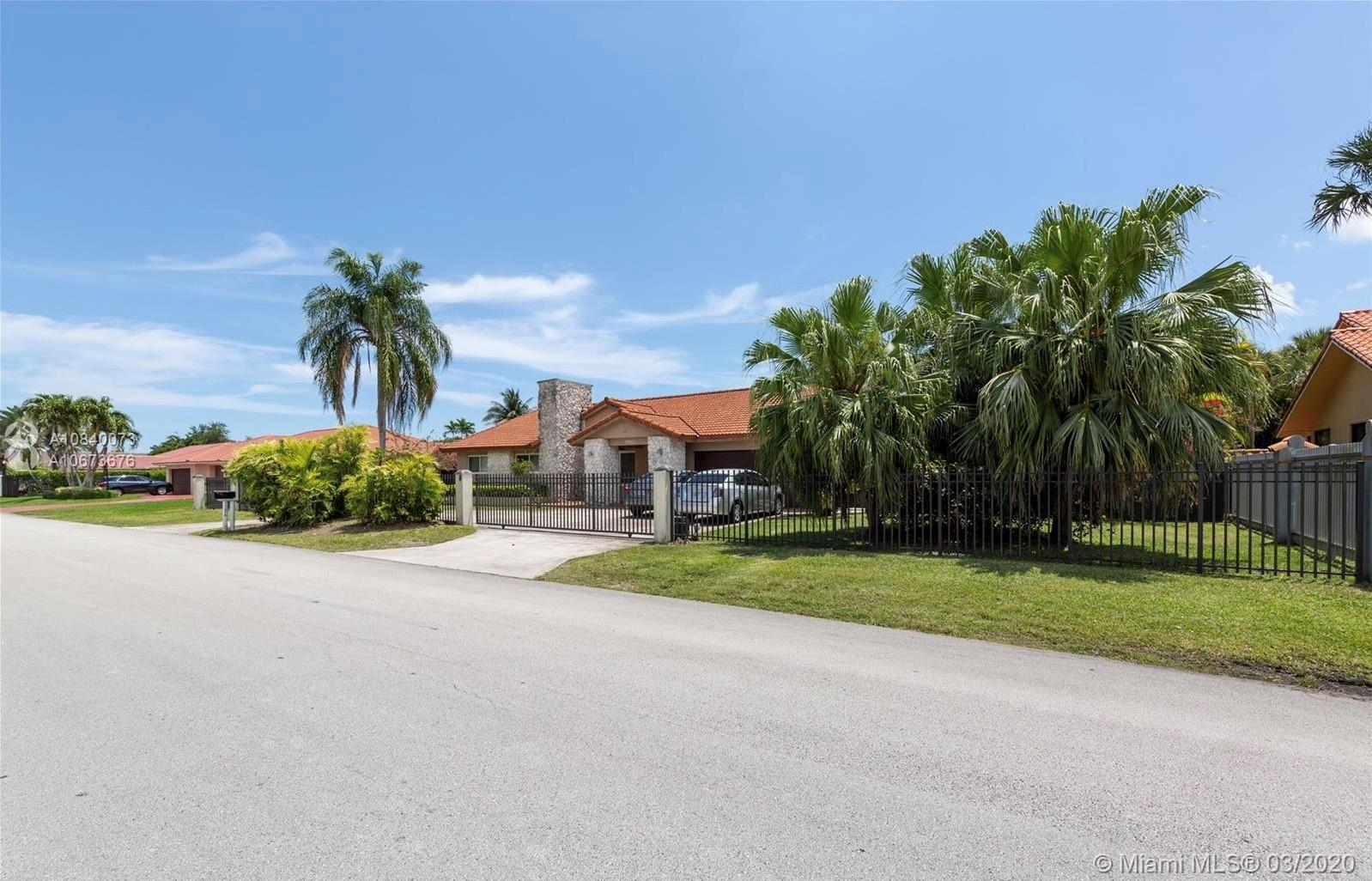 11370 SW 26th St  For Sale A10840073, FL
