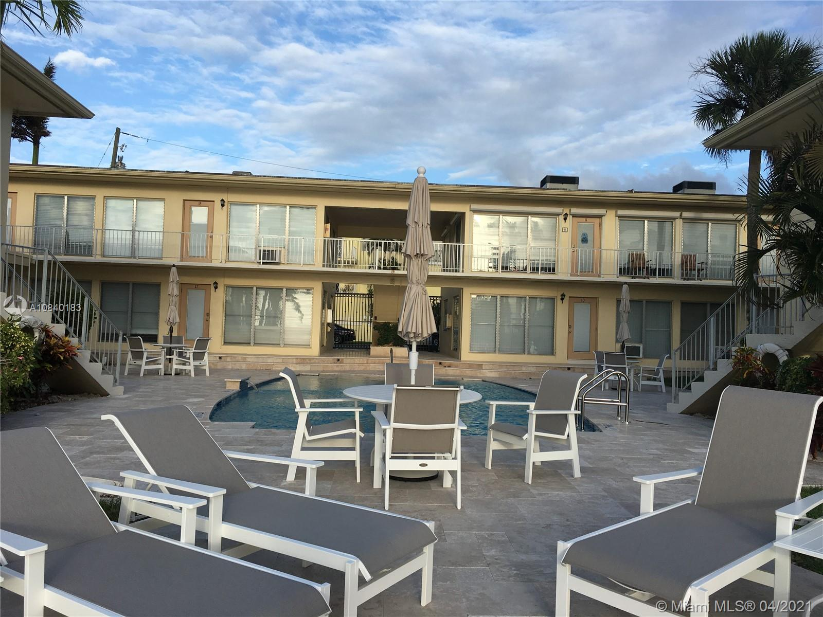 Beautiful location for all your needs. Cozy 1 bedroom in the lovely Harbour Inlet with breathtaking views. Walking distance to the beach. Quiet boutique community where you can sit and catch the sunsets and see all the yachts pass by from your living room. 2nd floor direct access with no elevator, only pool is shared common area.
