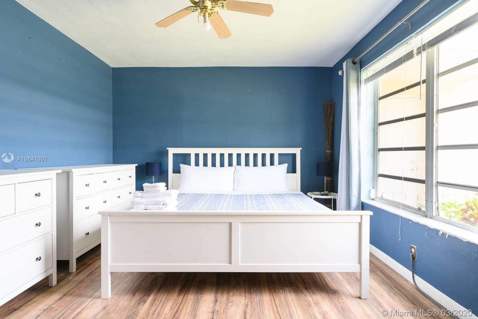 1701  Shenandoah St #1 For Sale A10841001, FL