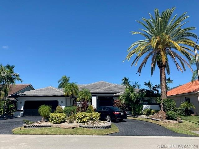 Must see will not last, Beautiful home in Tamarac, great golf views, large pool,Newer roof and kitchen.