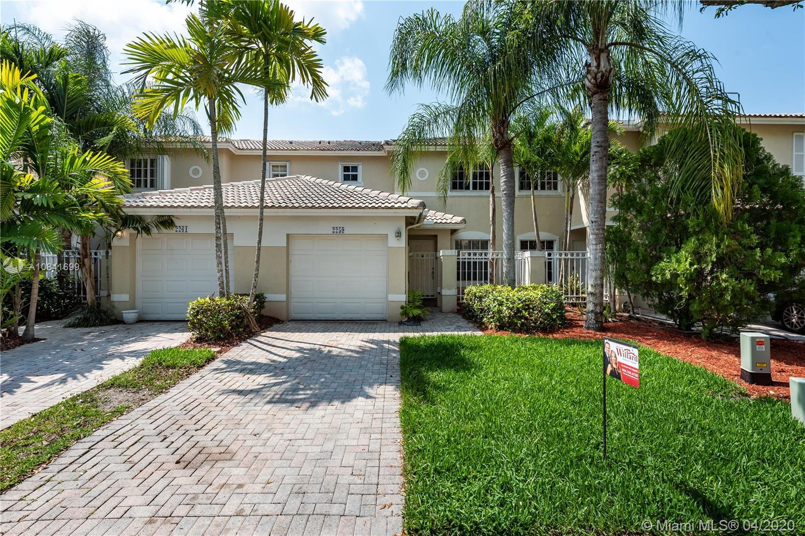 "Contemporary 2 Bed, 2.5 Bath, BRIDGEPORT Model Townhome in The Landings@Pembroke Isles. Featuring: Open Kitchen, White Cabinetry, SS Appliances, Serving Bar & Pantry, Spacious Master Suite, His & Hers Closets, Updated Baths, Dual Sink Vanity, Roman Soaking Tub, Modern Lighting, Bamboo Wood & Tile Flooring, NEWER A/C, W/H and FULL SIZE WASHER/DRYER, Private Fenced Patio and Tropical Landscaping.  Residents of Pembroke Isles Enjoy: Fitness Center, Aerobics, Saunas, Tennis, Racquetball, Basketball, Soccer, Beach Volleyball, Swimming Pools, Jacuzzis, Fishing Piers, Boat Ramp, Walking/Biking Trails, Covered Picnic Areas, Children's Playground & Tot Lot.  HOA Includes: Security, Landscaping, Cable, Internet & Alarm Monitoring.  Convenient to Shopping, Dining, Travel and ""A"" Rated Schools."