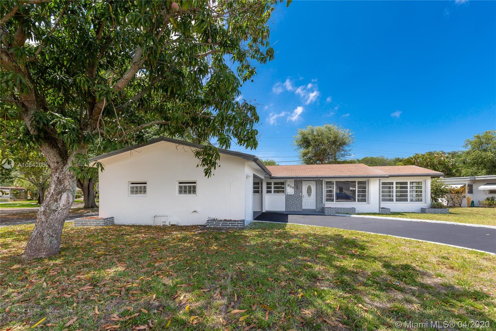 320 S 56th Ave  For Sale A10842062, FL