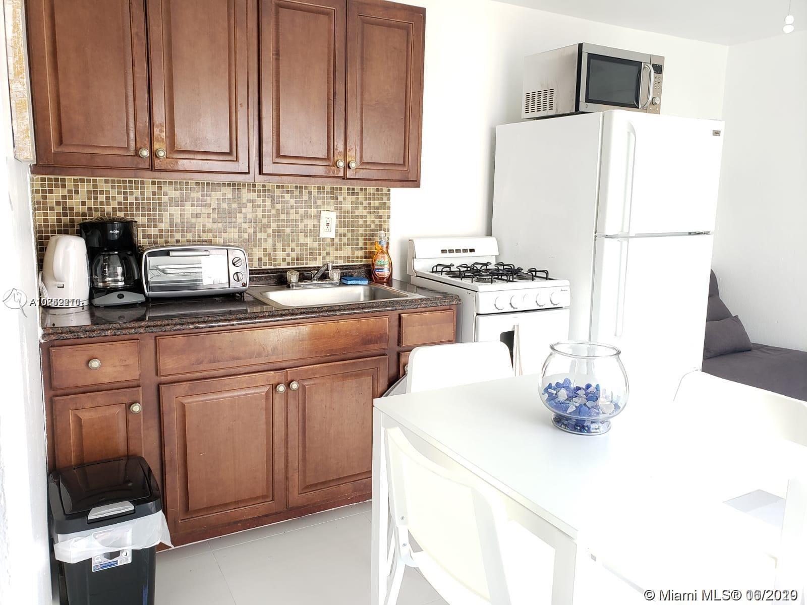 1820  Roosevelt St #C For Sale A10842210, FL