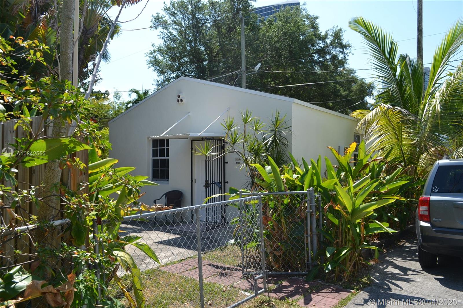 446 NE 39th St #REAR HOUSE For Sale A10842553, FL