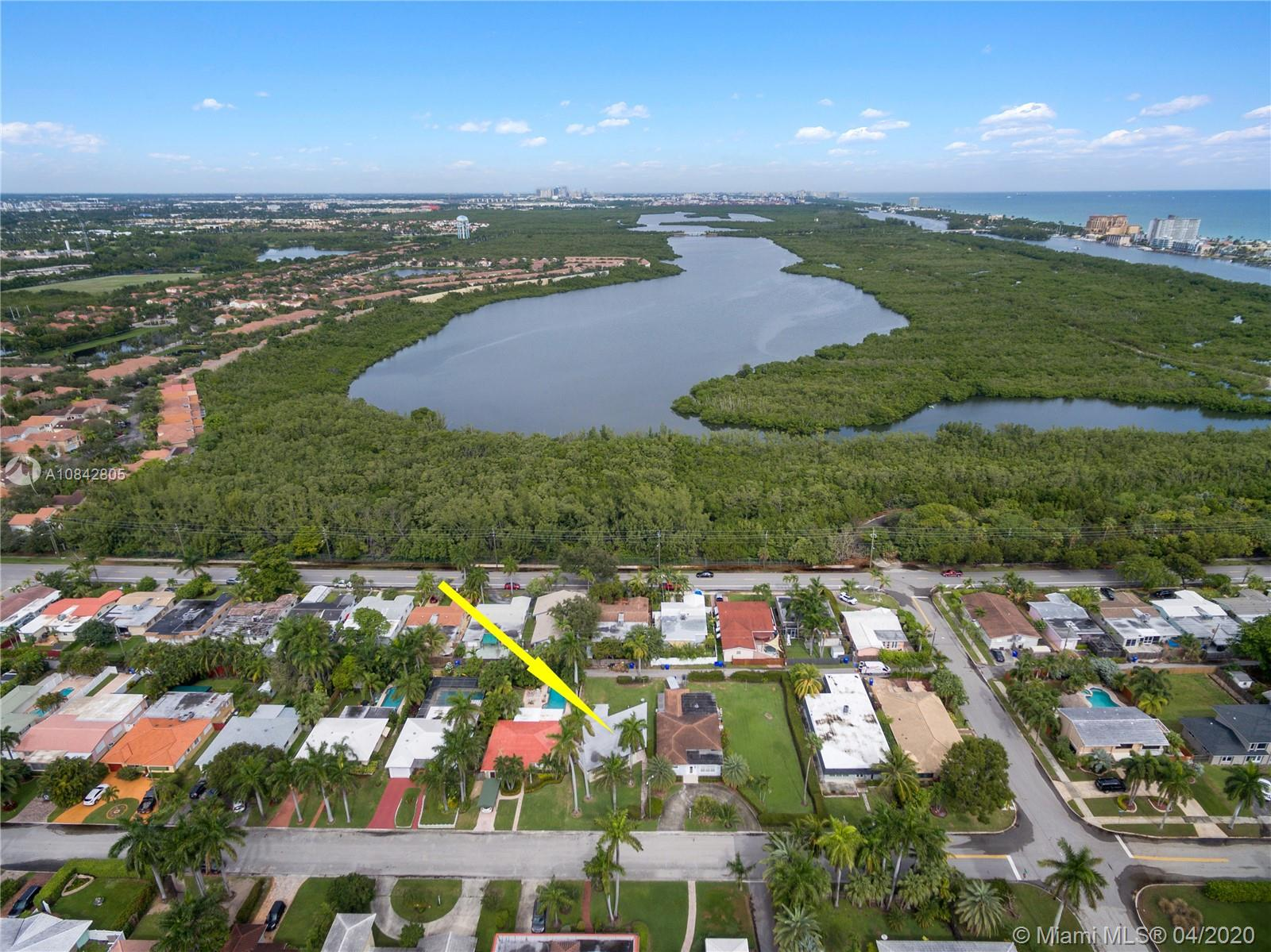 919  Lincoln St  For Sale A10842805, FL