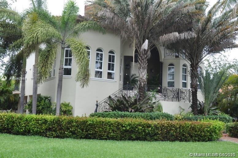 570  Hampton Ln  For Sale A10842863, FL