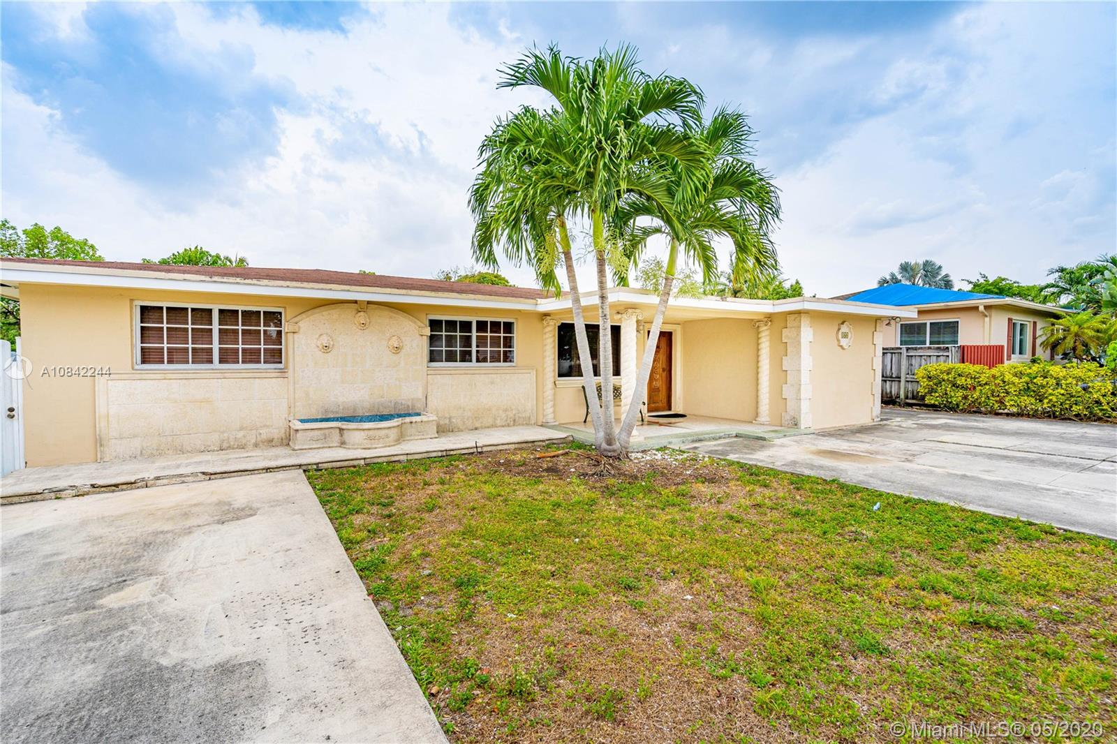 160 W 31st St  For Sale A10842244, FL