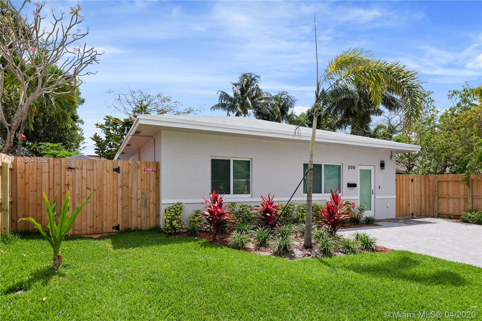 308 SW 22nd St  For Sale A10840052, FL