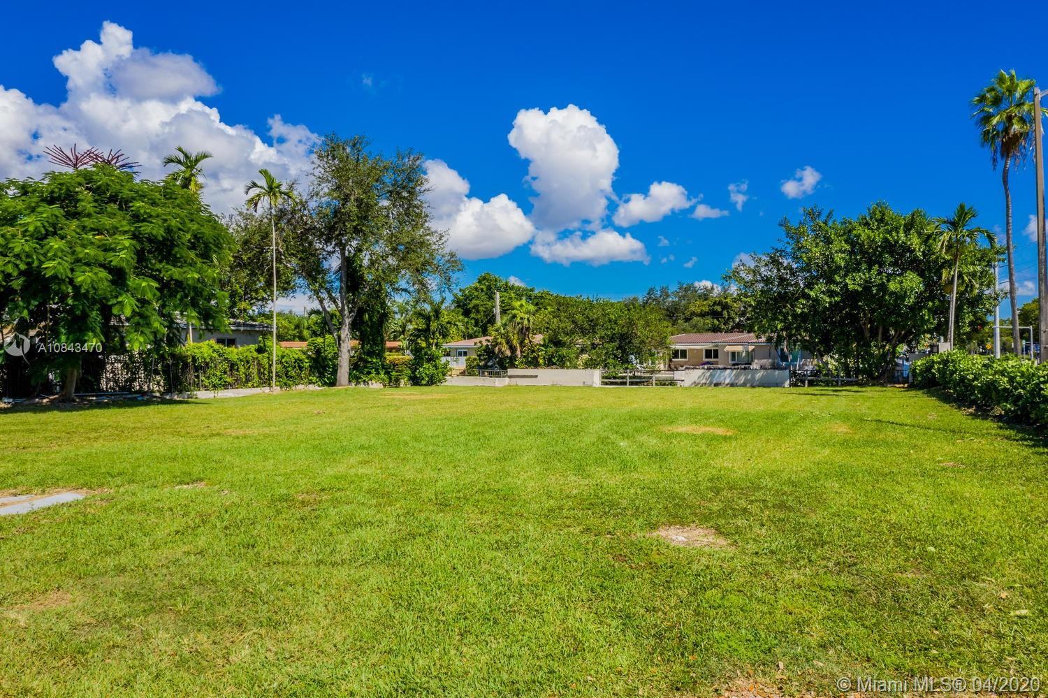 5135  Orduna Dr  For Sale A10843470, FL