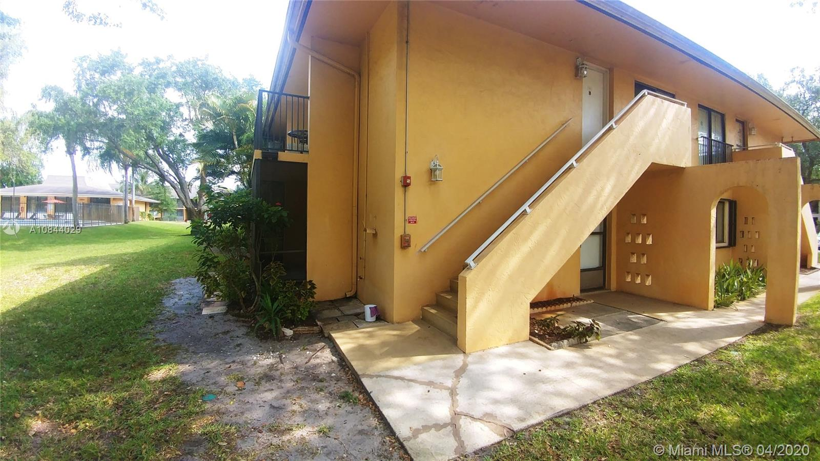 5801  Washington St #2 For Sale A10844029, FL