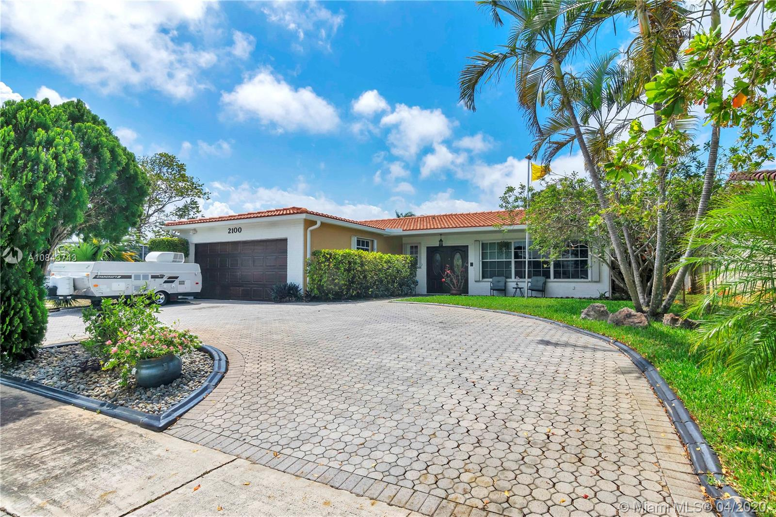 2100 N 54th Ave  For Sale A10843743, FL