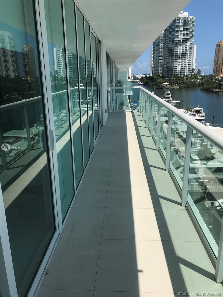 Freshly developed 3B/2.5BA w/unobstructed panoramic water views from every room. Flow thru porcelain flooring, custom closets & window treatments. European appls. & high tech eco-friendly kitchen. . 400 Sunny Isles offers private Marina, boat storage, rooftop pool & lounge overlooking the bay, cabanas, spa, fitness center, tennis court, restaurant & an owner's shuttle to beach w/full service upon arrival. Walk to places of worship, parks, restaurants & shops