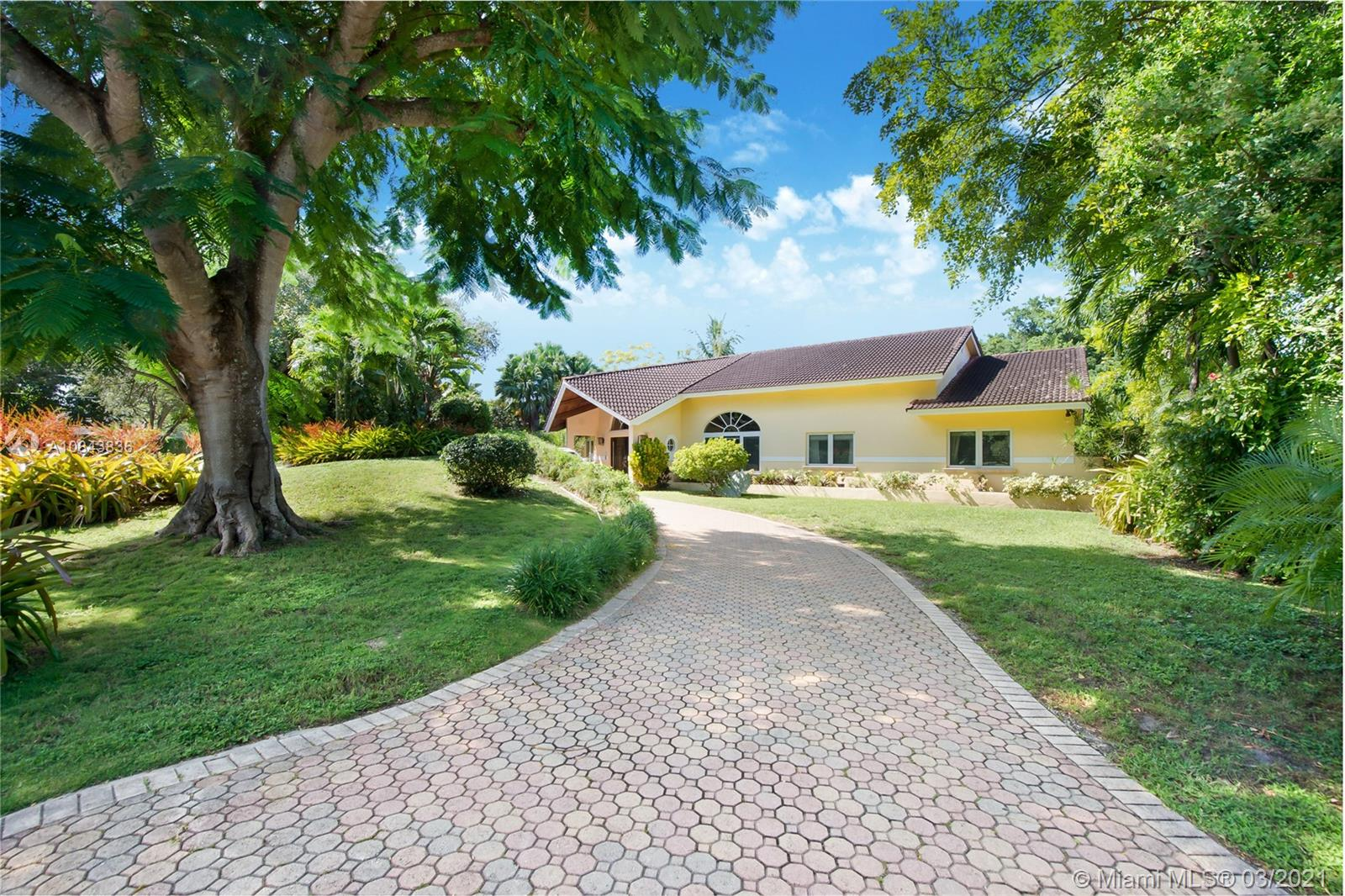 6465 S Mitchell Manor Cir  For Sale A10843836, FL