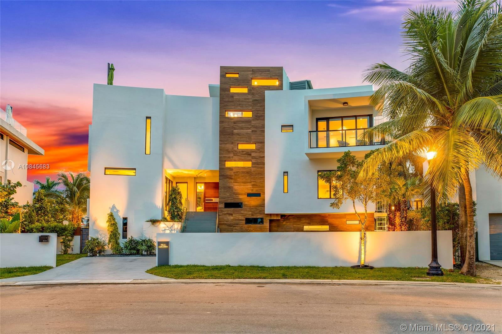 300  Palm Ave  For Sale A10845683, FL